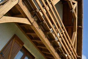 balcon en bois réalisé par les charpentiers montbardois