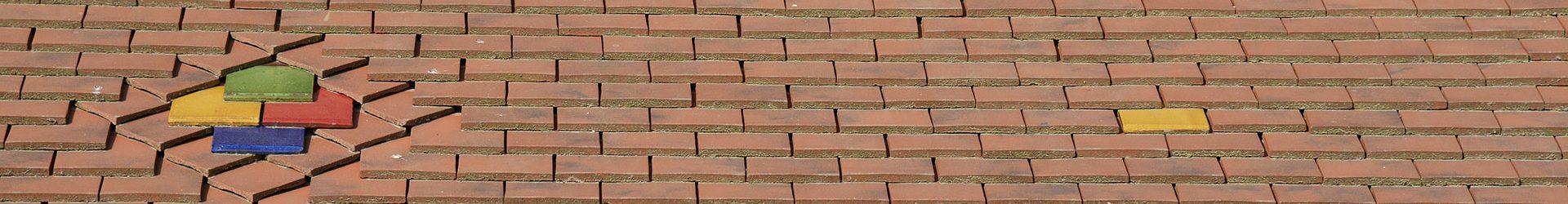 toiture en tuiles plates avec motifs tuiles en céramique réalisé par les charpentiers montbardois