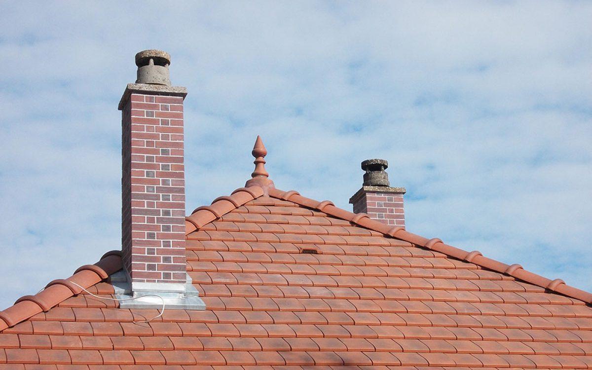 toiture en tuiles plates réalisée par les Charpentiers montbardois à Montbard