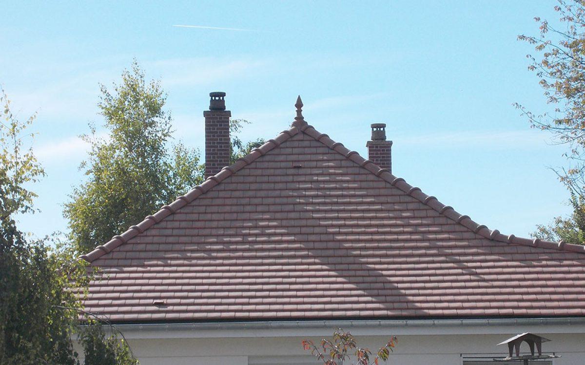 toiture tuiles plates réalisée par les Charpentiers montbardois à Montbard