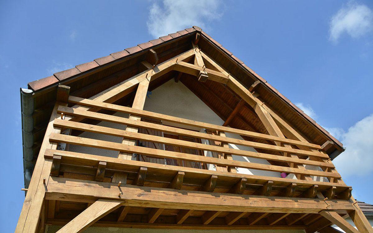 balcon bois réalisé par les Charpentiers montbardois à Montbard