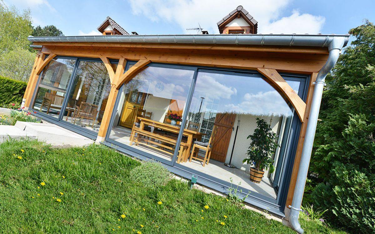 véranda construction bois par les Charpentiers montbardois à Montbard
