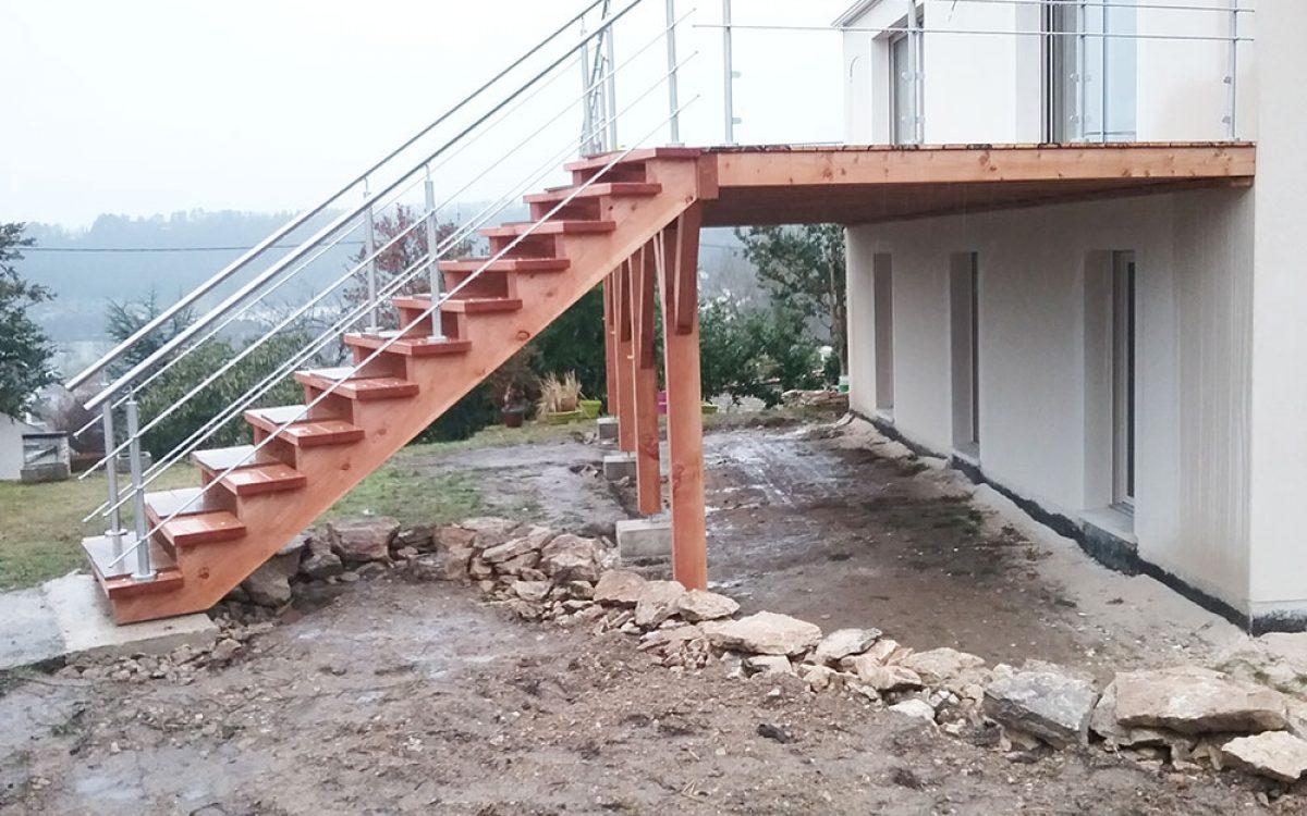 escalier de terrasse en bois construit par les Charpentiers montbardois à Montbard