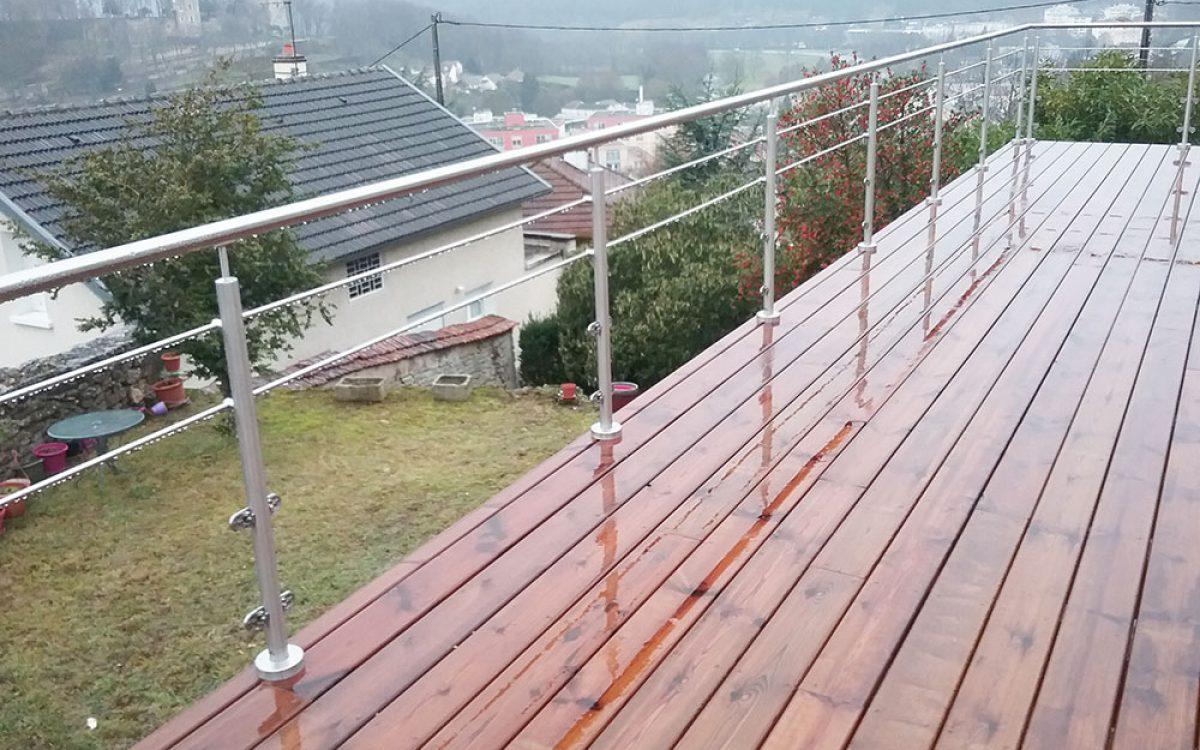 terrasse enbois avec balustrade réalisée par les Charpentiers montbardois à Montbard