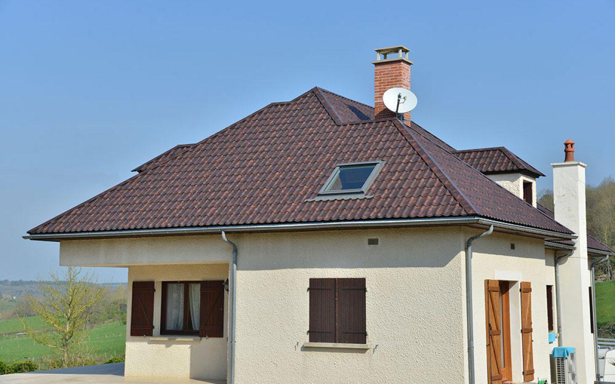 Vue d'ensemble de la toiture en tuiles mécaniques par les Charpentiers montbardois à Montbard