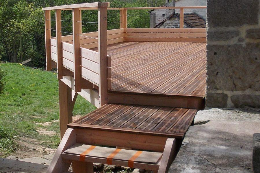 Terrasse sur poteaux en Douglas
