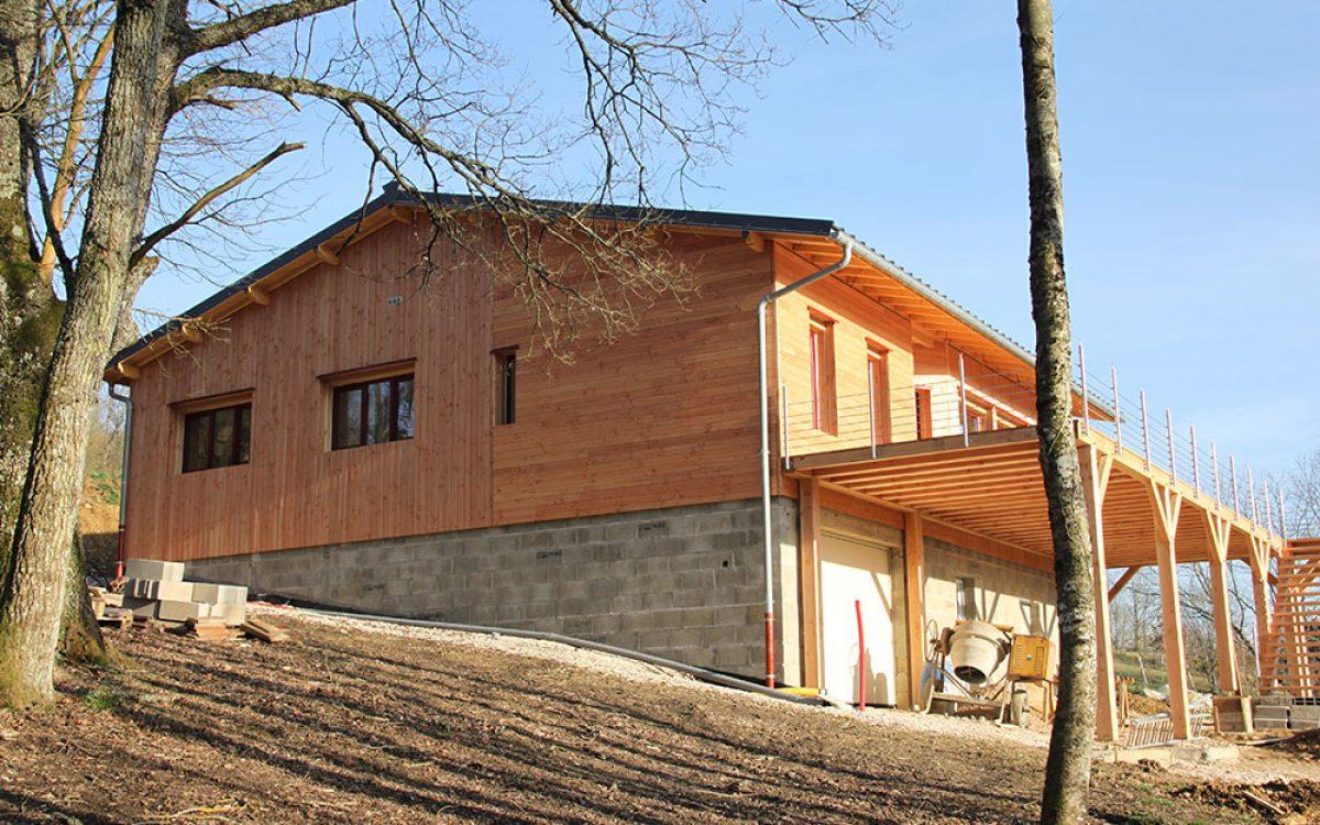 bardage bois sur maison par les Charpentiers montbardois à Montbard