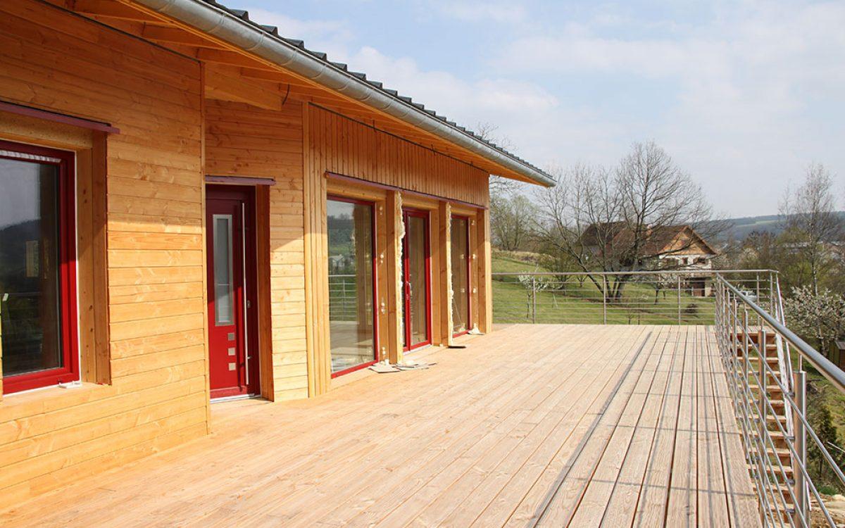 grande terrasse en bois construite par les Charpentiers montbardois à Montbard