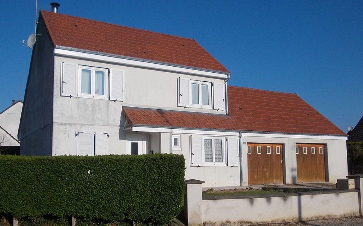 autre photo d'une toiture rénovée par les Charpentiers montbardois à Montbard