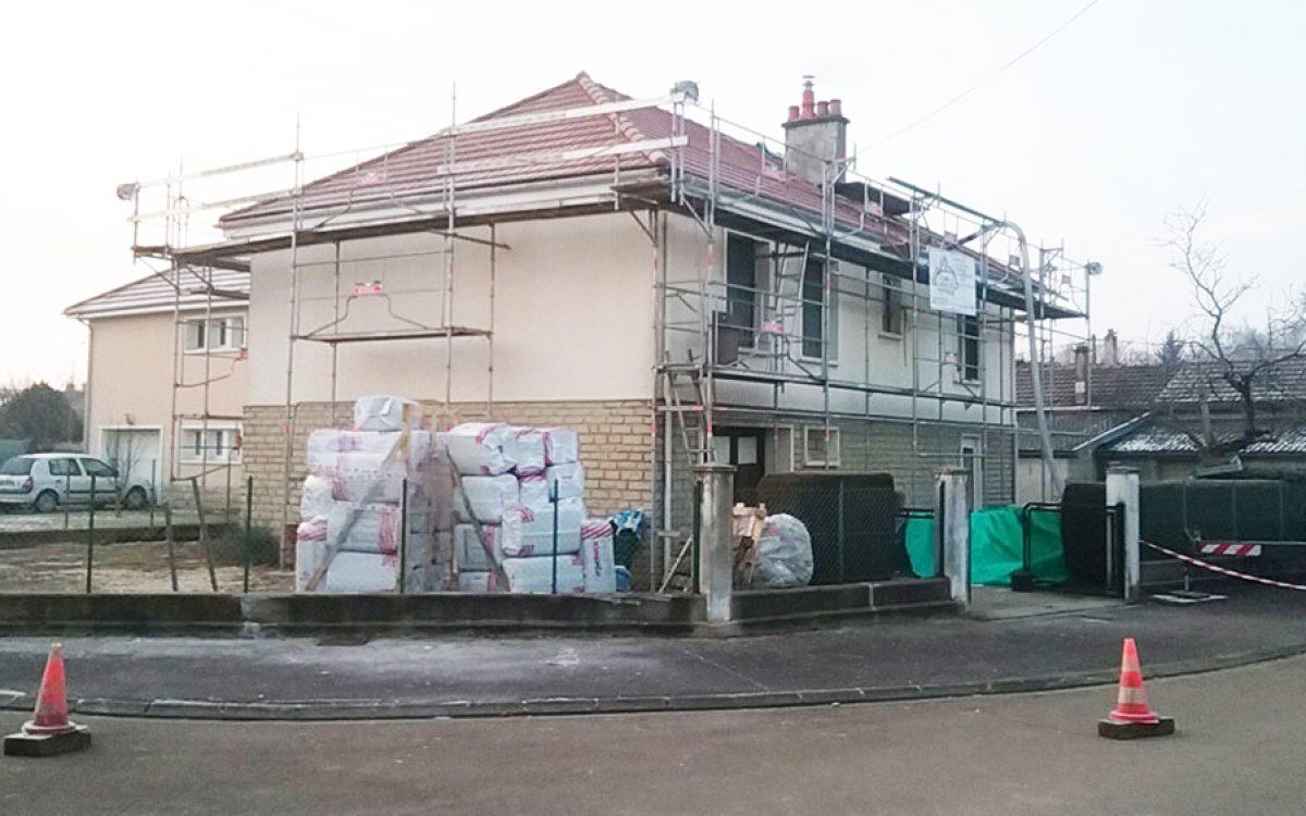 chantier d'isolation de combles par les Charpentiers montbardois à Montbard