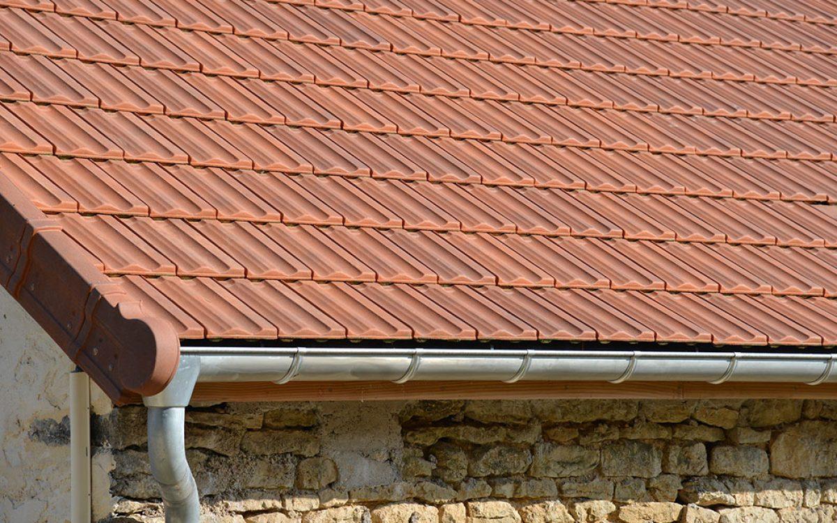 toiture en tuiles mécaniques réalisée par les Charpentiers montbardois à Montbard