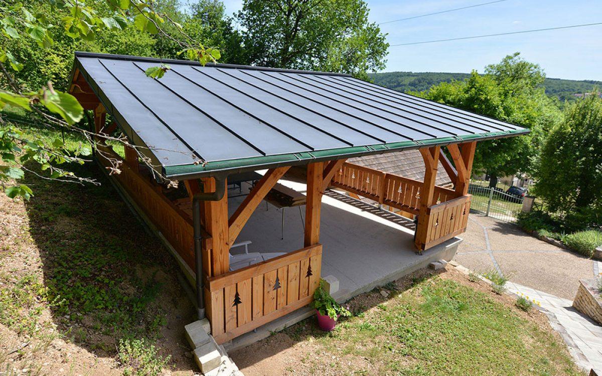 toiture en zinc réalisée par les Charpentiers montbardois à Montbard