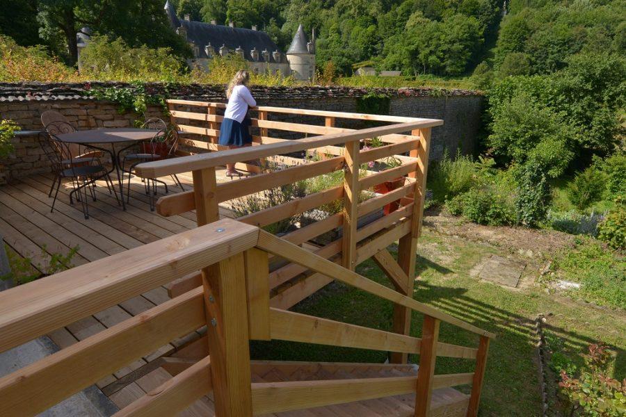 Terrasse, escalier et garde-corps en Douglas